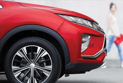 Absolute safety An integrated system of features like Forward Collision Mitigation, Adaptive Cruise Control (VRX only) with Lane Departure Warning, Active Traction and Stability Control and safe parking technology easily earn a 5 Star rating and provide total reassurance.