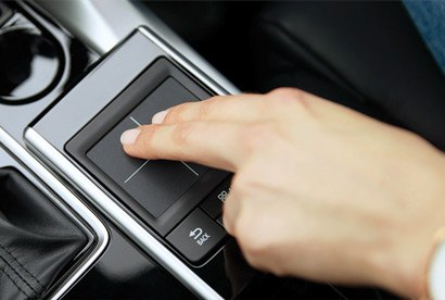 The SUV, evolved Fingers on the Touch Pad Commander means eyes on the road as you operate the Smartphone Link Display Audio. The wipers and lights are automatic. Cameras and sensors make parking effortless, while Keyless Operation with Push-Button Start makes life easy.